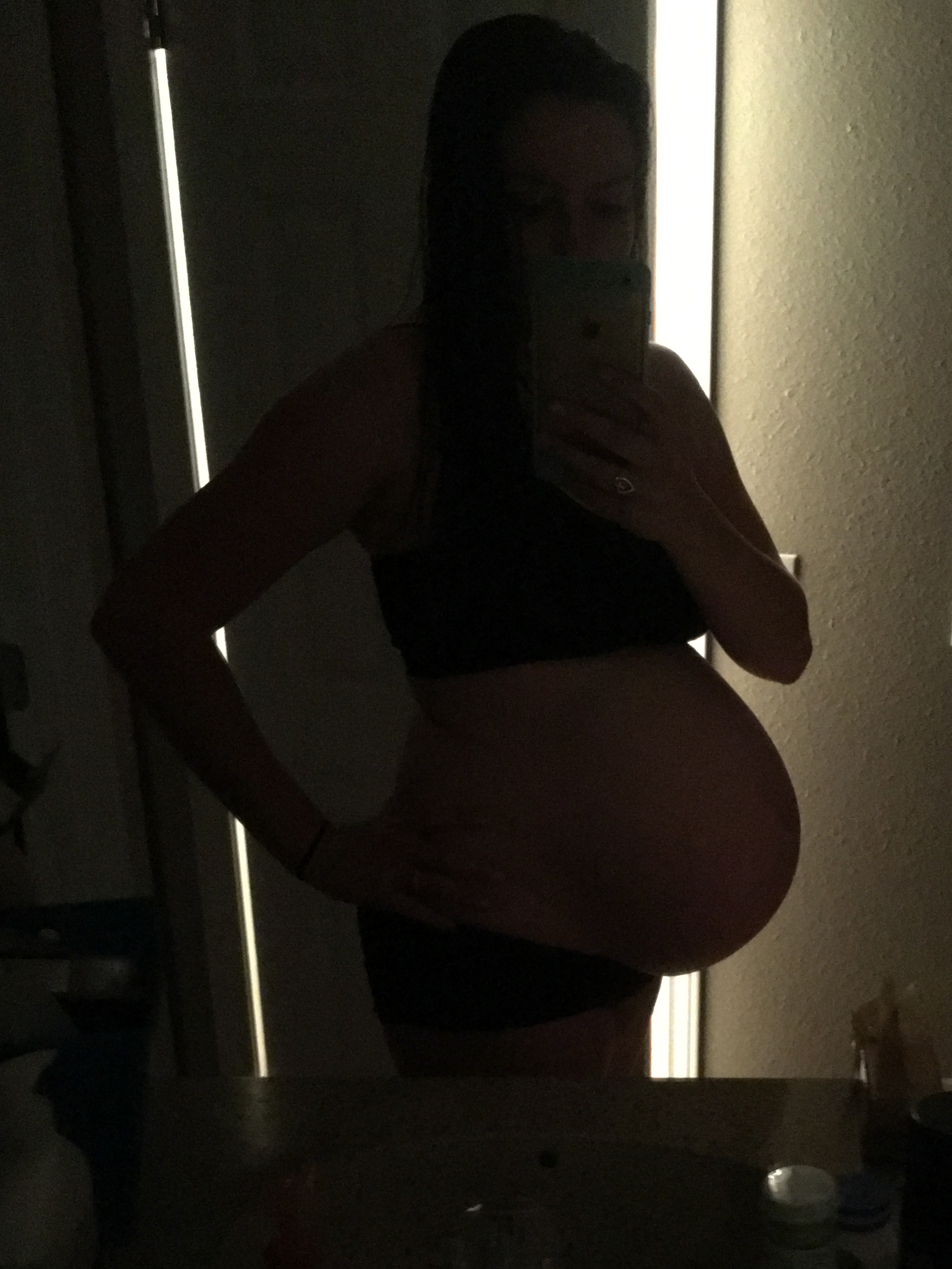 Last photo of this big pregnant belly! 2:36 a.m. -