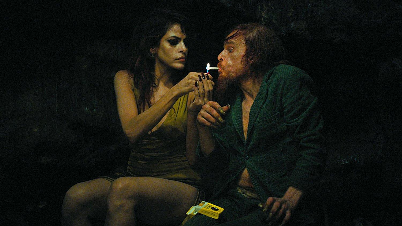 Abschleppmethoden aus der Steinzeit? Eva Mendes und Denis Lavant zu sehen in Holy Motors