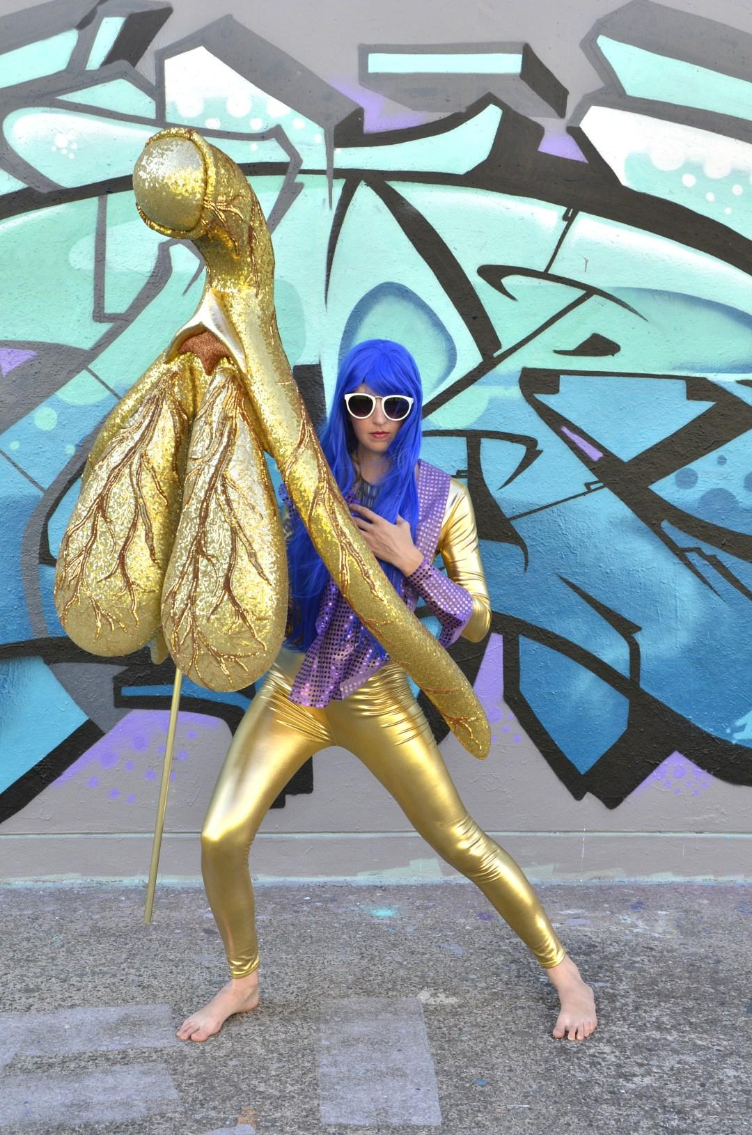 Die Künstlerin Alli Sebastian Wolf hat eine gigantische  goldene Klitoris-Statue  geschaffen, weil immer noch nicht alle wissen, wie dieses coole kleine Organ wirklich aussieht.