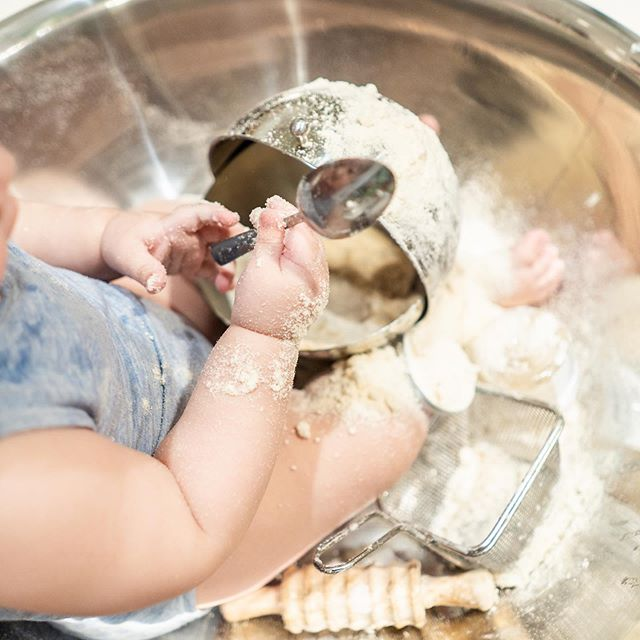We fully believe in getting messy!  It allows for babies to explore through all of their senses!  On June 11 bring your babies to @unionsquareplay where @momommies and @the_dough_project will entertain your minis while you get to workout and learn the fundamentals of feeding! . . . . #goplaywithyourfood #momommies #thedoughproject #firstbites #babiesfirstbites #sensoryexploration #getmessy #parenting #postnatalfitness