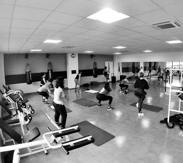 Salut les sportifs !  Si tu n'arrives pas à te motiver seul, viens faire nos cours collectifs avec nos Coachs 🗣⏱ Tu en as le matin ET le soir !  Rien de mieux que le sport en groupe pour se dépasser 💥  Rejoins nous !  #BoostFitness #Fitness #Chelles #Sport #Muscu #Cardio #Boxe #Cycling #PoidsDuCorps #SummerBody #Motivation