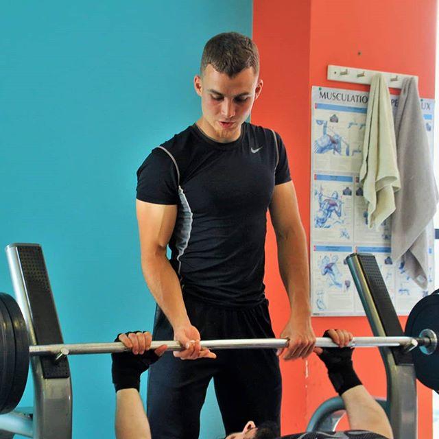 Notre coach Hugo est présent tous les matins pour t'aider et t'assister dans ton entrainement 💥  #BoostFitness #Fitness #Chelles #Sport #Muscu #Cardio #Boxe #Cycling #PoidsDuCorps #SummerBody #Motivation