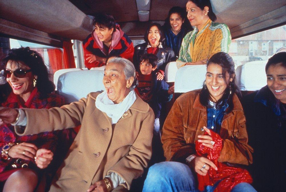 bhaji-on-the-beach-1993-001-00m-lck-women-laughing-on-coach.jpg