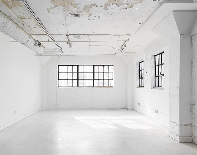 We have another space in the same building that's ALL white floor to ceiling, w/ LOTS of NATURAL LIGHT for all of your 📷📹🎥📸 needs. Call us at 832.961.9008 to book your sesh now!  #thestudiohtx