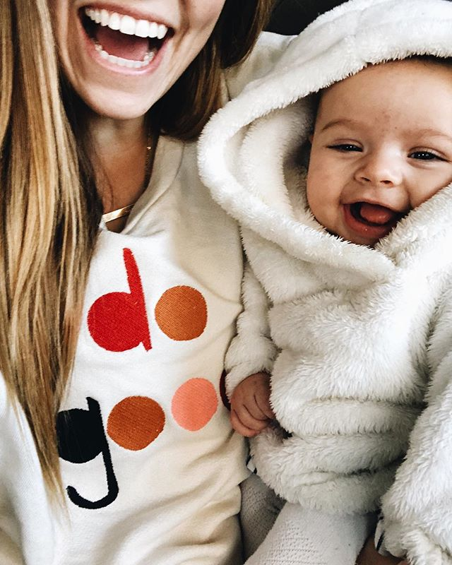 Snuggle and selfie buddies for life 😍Monday's aren't so bad with this little babe. • • • I think we're both enjoying our cozy clothes today! @soelboutique 💛