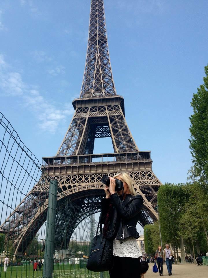 Travel Blogger Katy Johnson at the Eiffel Tower in Paris