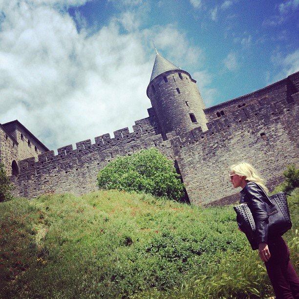 Travel Blogger Katy Johnson outside the castle walls in Scotland.