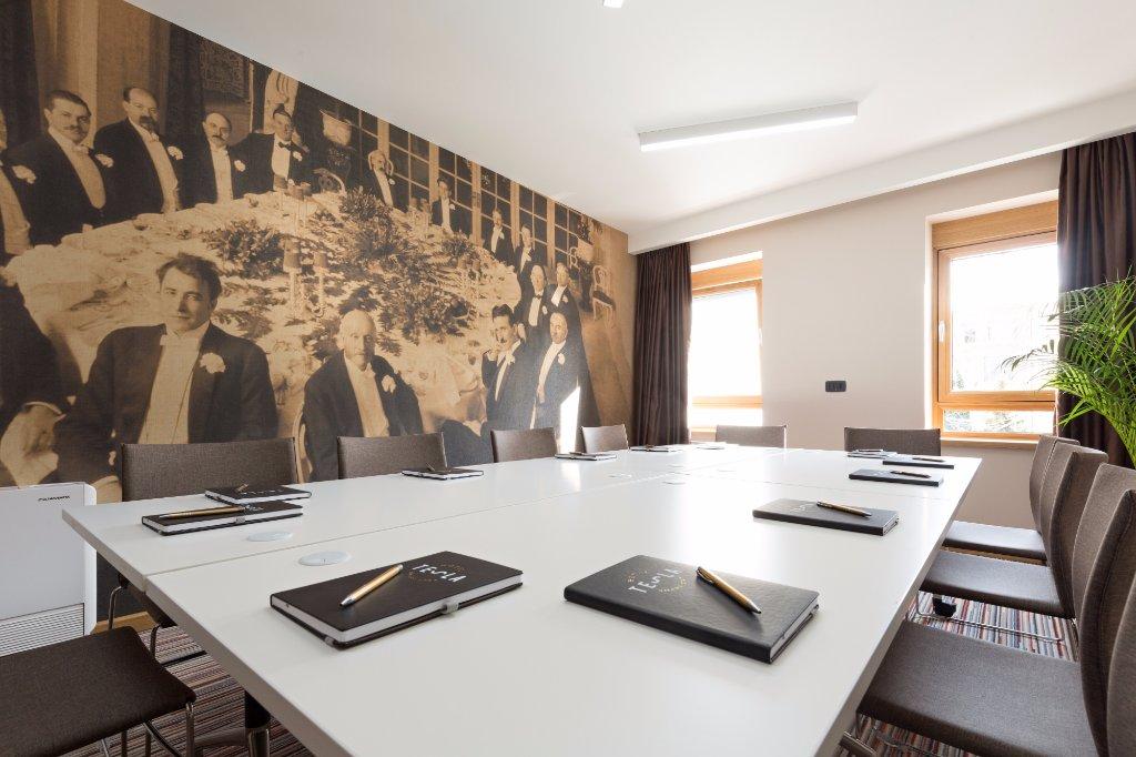tesla-meeting-room.jpg