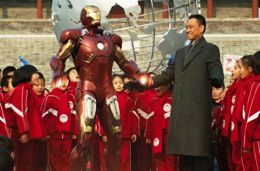An extra Chinese scene,  Iron Man 3