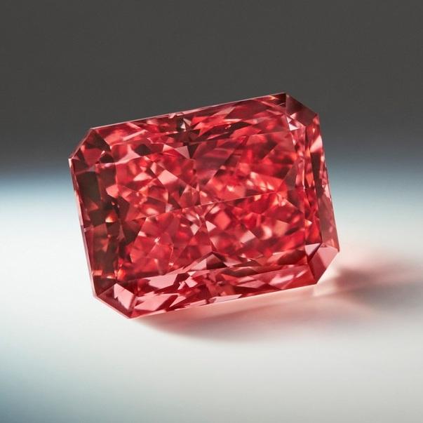 Photo of the Argyle Everglow diamond.