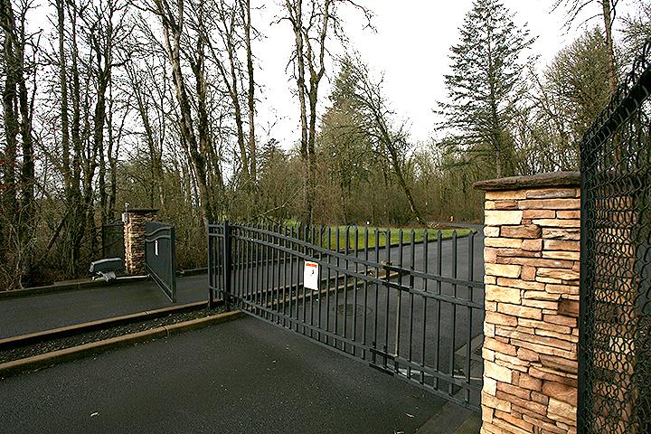 2 Creeks entrance