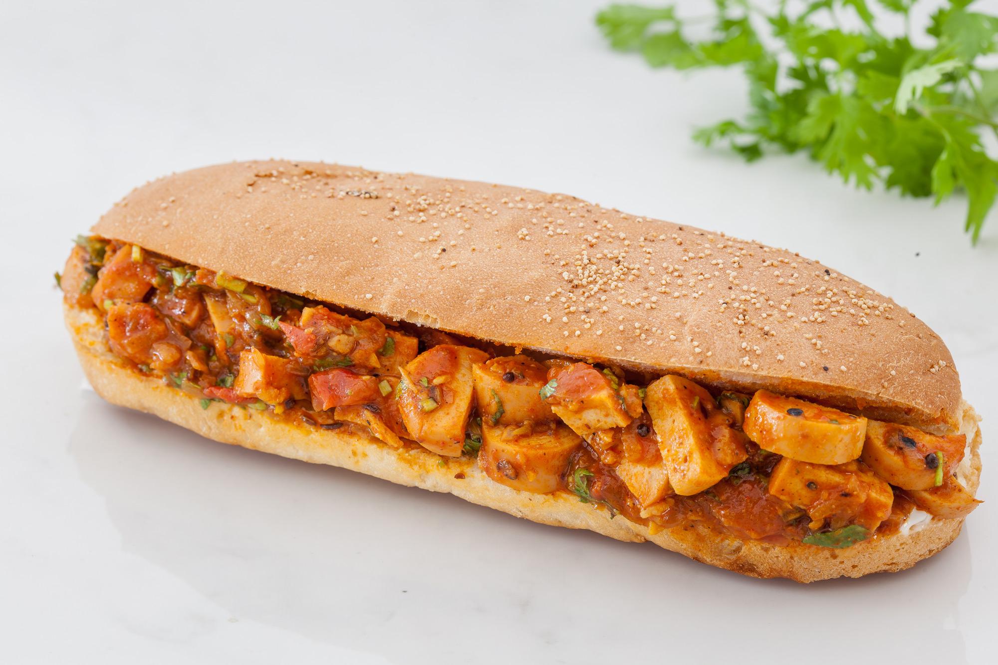 _18FM01264_Achari Chicken Sausage Hot Dog (Non Veg).jpg