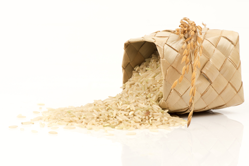 Cancer - Brown rice may help lower the risk of cancer thanks in part to its manganese. Brown rice is particularly associated with lowered risk of colon cancer, prostate cancer and breast cancer. Brown rice is a good source of selenium, which may be associated with reduced risk of colon and prostate cancer.