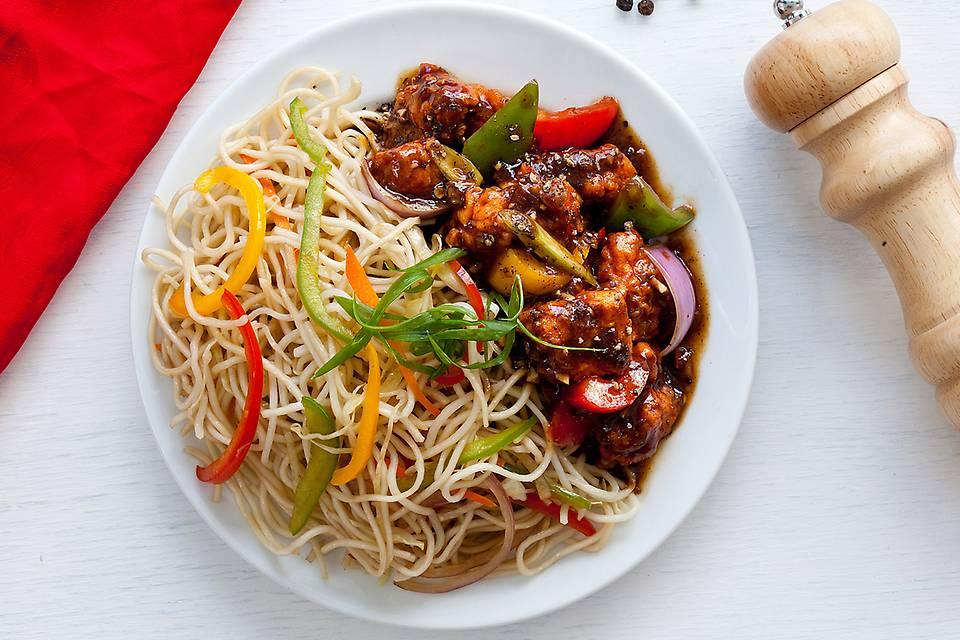 Black Pepper Honey Chicken 'n' Noodles (Non Veg).JPG