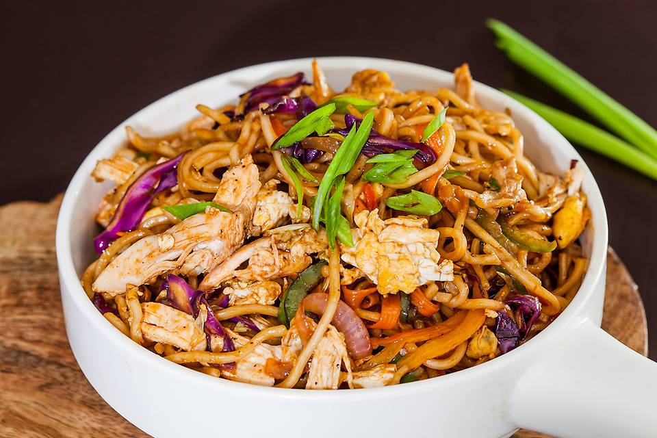 Pan-Asian Egg 'n' Chicken Chow-Mein wit.jpg