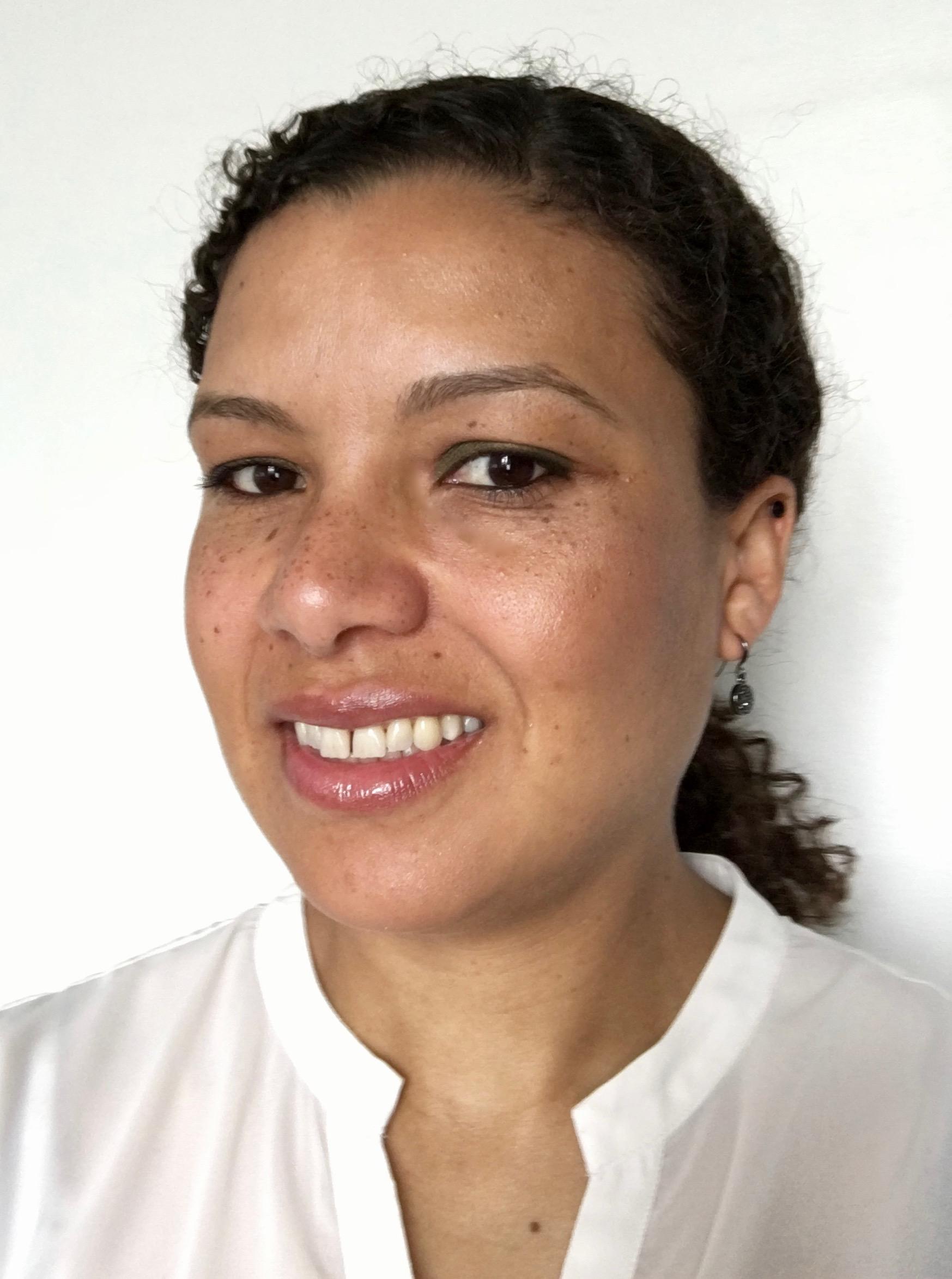Lena Nørgaard    Spec. tandlæge i tand-, mund-, og kæbekirurgi