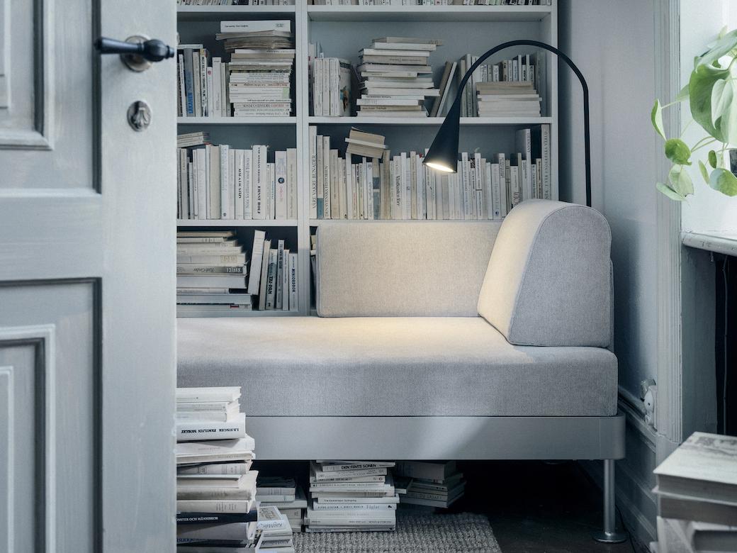 IKEA_DELAKTIG_schaslong_med_armstod_Tallmyra_vit_svart_PH148116.jpg