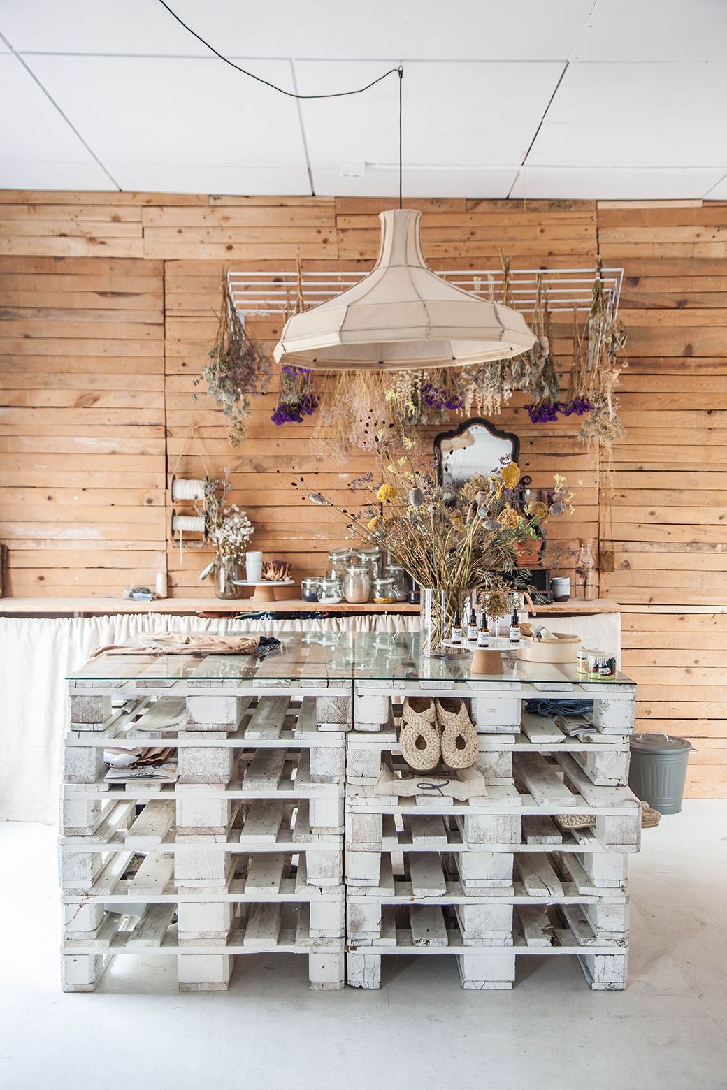 5 Home Decor Ideas To Steal From This Vintage Dutch Shop Decor8