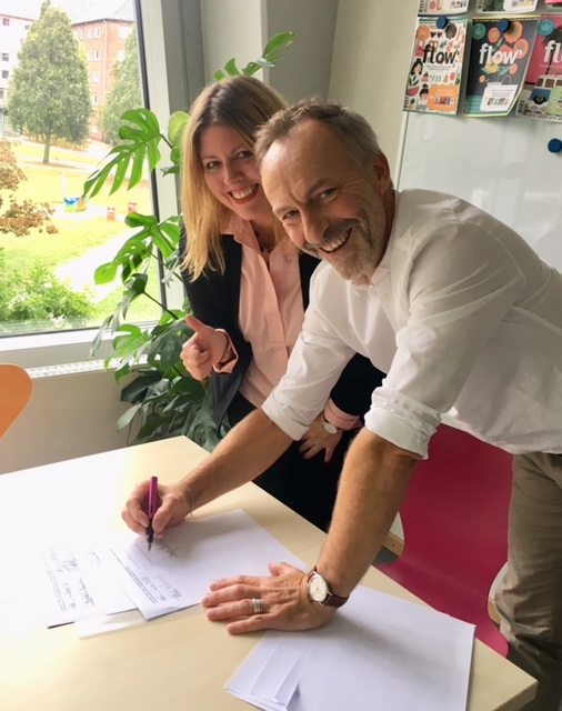 Signing the contract for my new magazine with LIVING AT HOME at G&J in Hamburg, Germany - THIS.IS.HAPPENING.