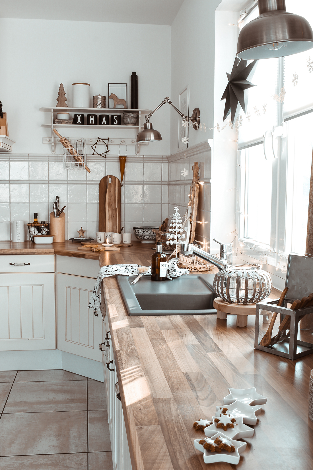 Visit This Warm, Natural Boho German Home For The Holidays