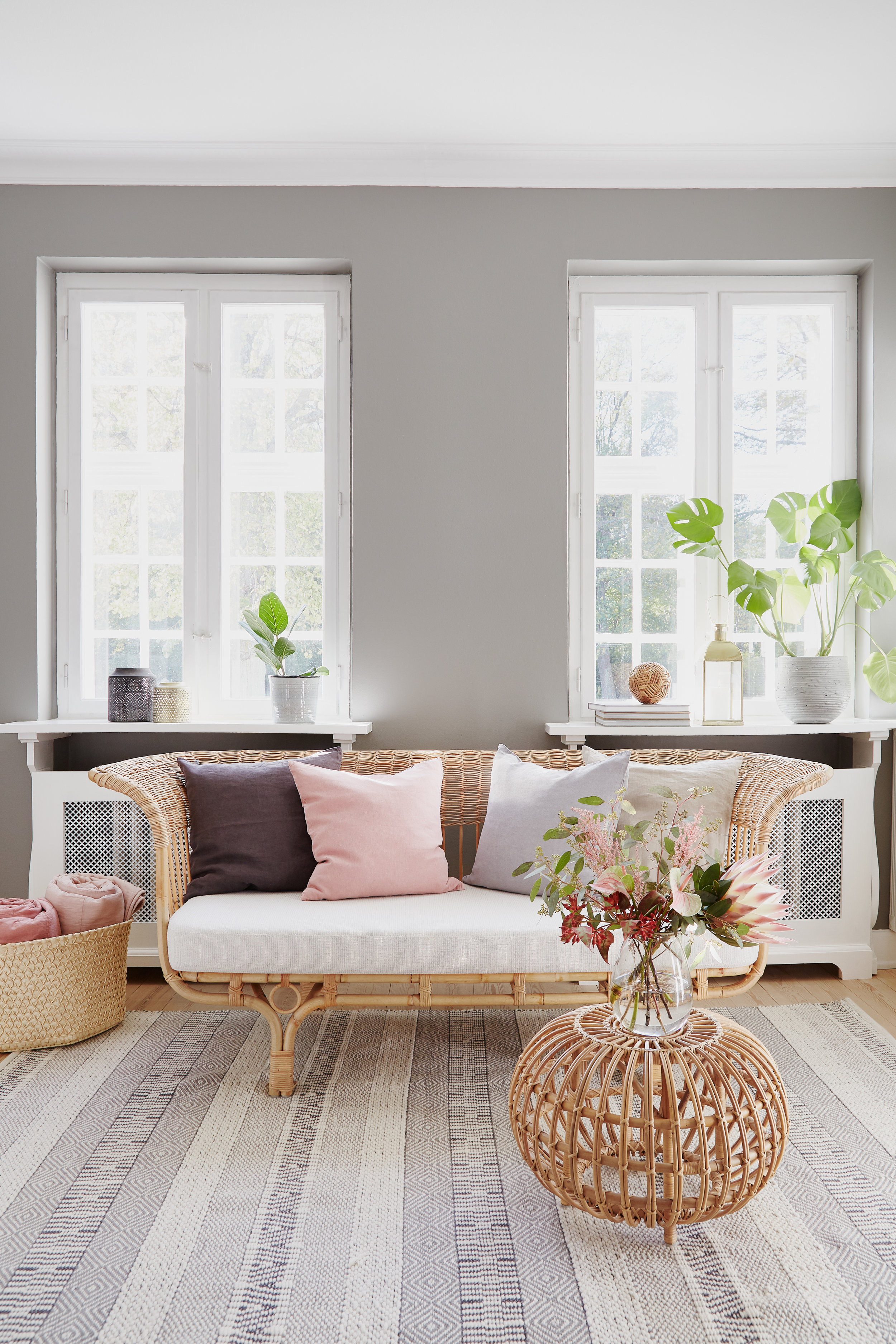 Belladonna sofa / ottoman
