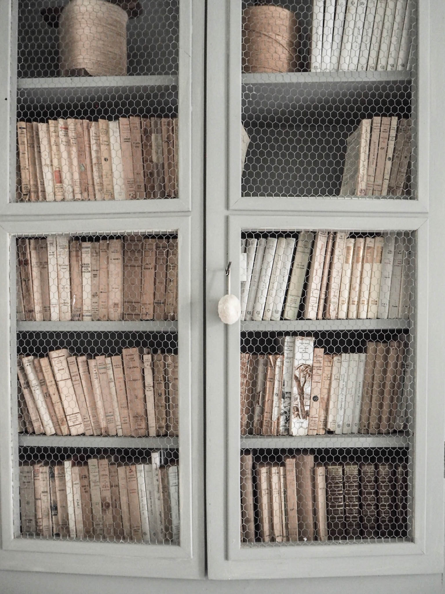 camellas-lloret-maison-d'hotes-room-2-library.jpg