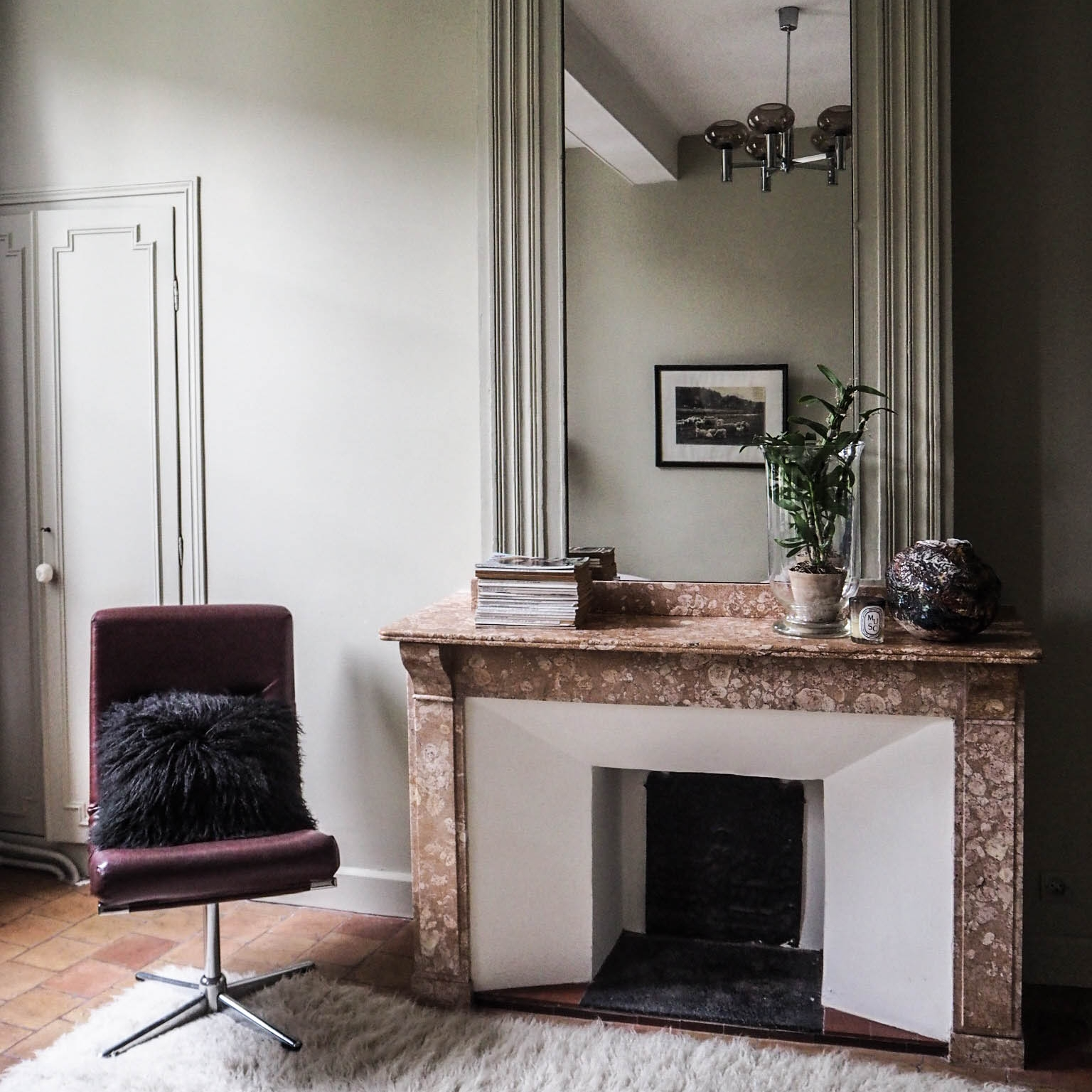 camellas-lloret-maison-d'hotes-room-1-fireplace.jpg
