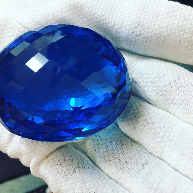 A bigger #bluetopaz #thesceptreseye 983 carats  @britishvogue #ostrominerals