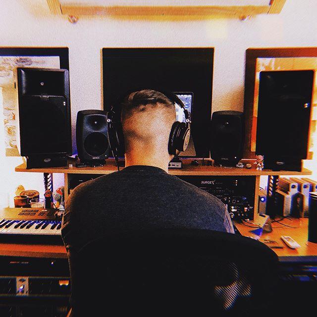 🎧critical listening . #musicproducerslife #needrappers #instaproducer #instarappers #drummachines #studiogear #unsignedmusic #beatsale #unsignedsinger #ineedbeatsformymixtape #makebeats #beats🎹 #sendbeats #unsignedproducer #typebeat2019 #firebeats #musicstudios #bedroomproducer #producersbelike #edmproducer #trapbeat #musicmaking #musicmaker #daw #hiphopunderground #needbeats #palasound #producerlife #abletongang #newmusic