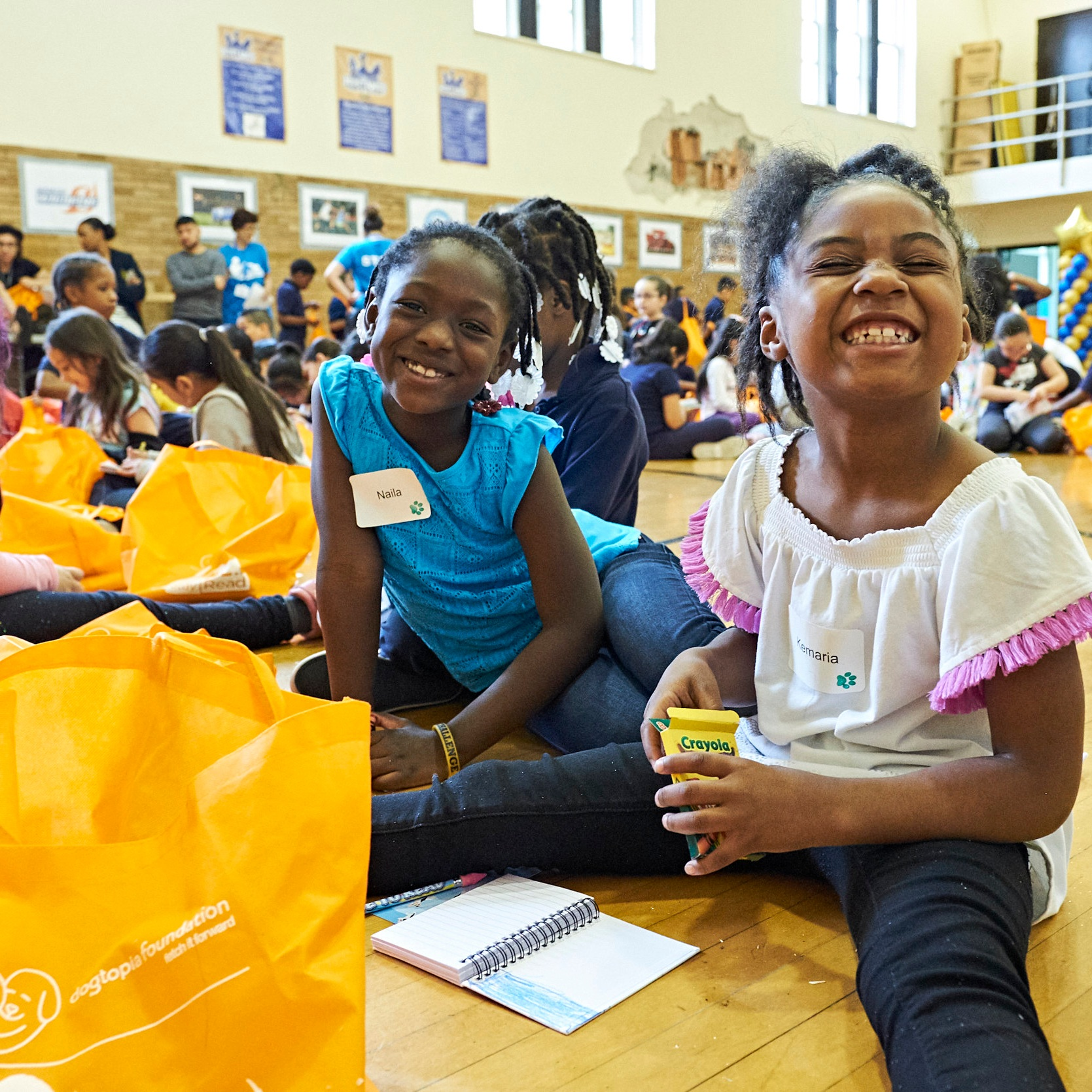 SitStayRead students opening up their Summer Reading Fun Packs at the Keep Reading Celebration at Marquette Elementary (   A. Mandel   )
