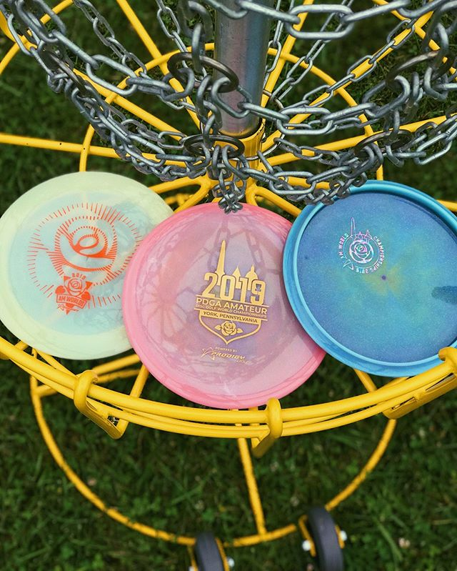 For those at Am Worlds, we've got some great discs available at the Flymart tonight. Exclusive Spectrum Glimmer MX-3's, Mystery Boxes, as well as other limited & signature series discs *PLUS* get entered into a raffle to win a T3 Championship Level Target when you buy discs (details at the booth)!⁠ •••⁠ Details: 7:30 PM to 9:30 at Wyndham Gardens (2000 Loucks Rd, York, PA 17408)⁠ •••⁠ #prodigydisc #poweredbyprodigy #throwprodigy #discgolf #2019amworlds