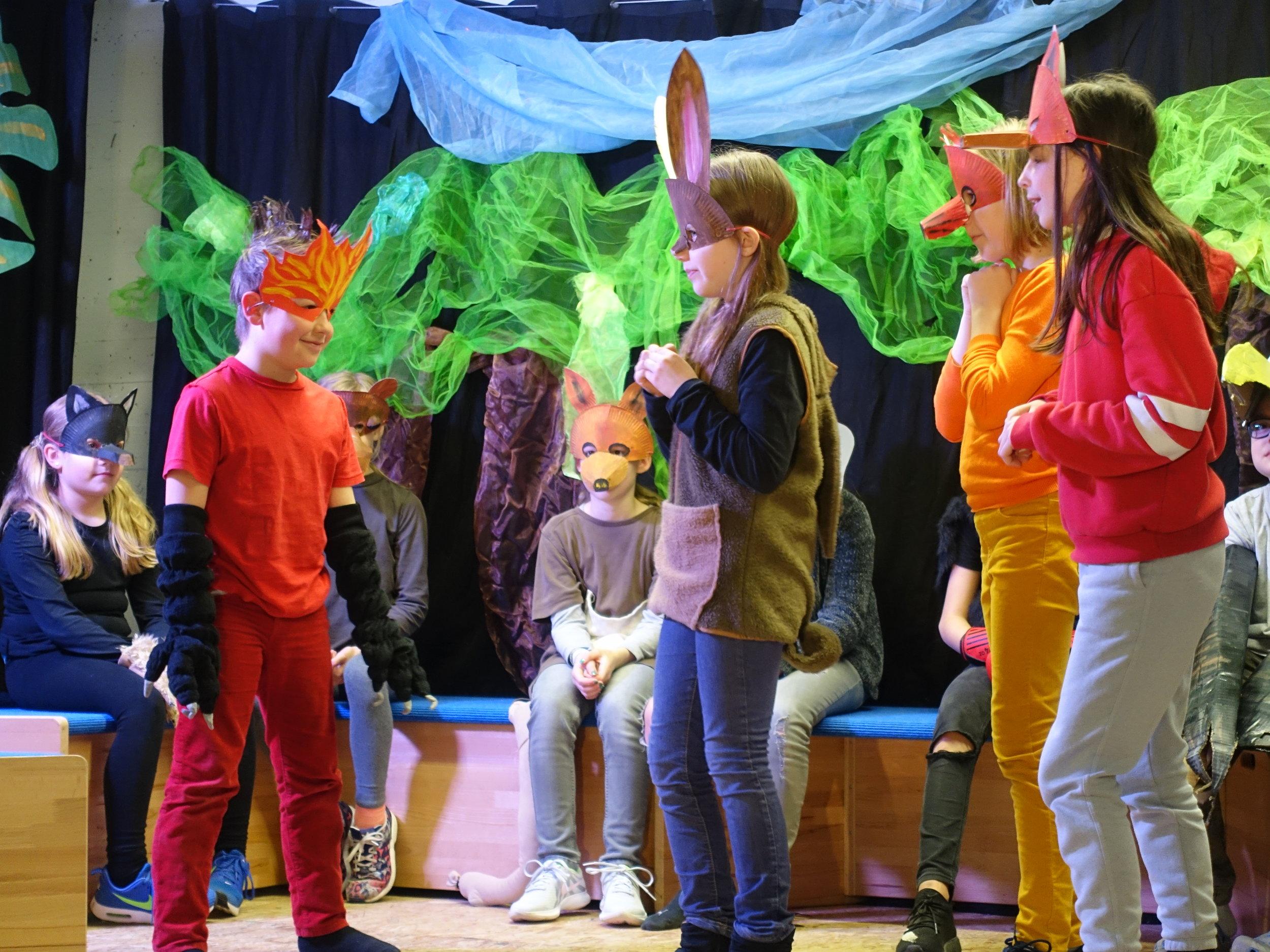 Geschichte der Tieren - Theater AG Meinlohschule 2019