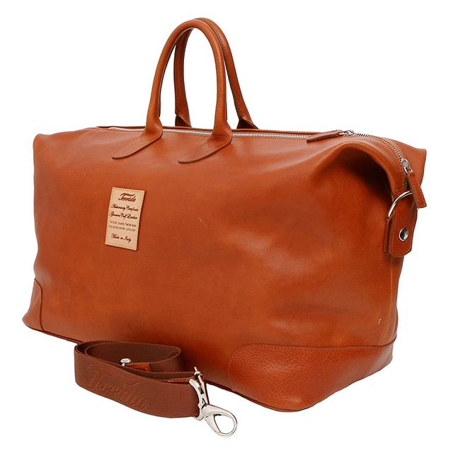 Luxury travel bag by Terrida stands out for its classic style and functionality. Comes in black, brown and dark brown. Click link in bio to visit us  #italianstyle #luxury #luxurybag #travelbag #dufflebag #holdall #leatherwork #craftsmanship #handmade #vegtanned #madeinitaly #designer #italianhandbags #venice #venezia #florence #firenze #milan #terrida #fathersday #traveller