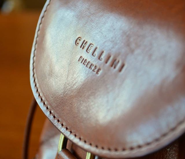 Chellini Firenze: a timeless and stylish collection, to use and enjoy for a lifetime.  Link in bio to shop.  #leatherhandbag #italianhandbags #handmade #fineleathergoods