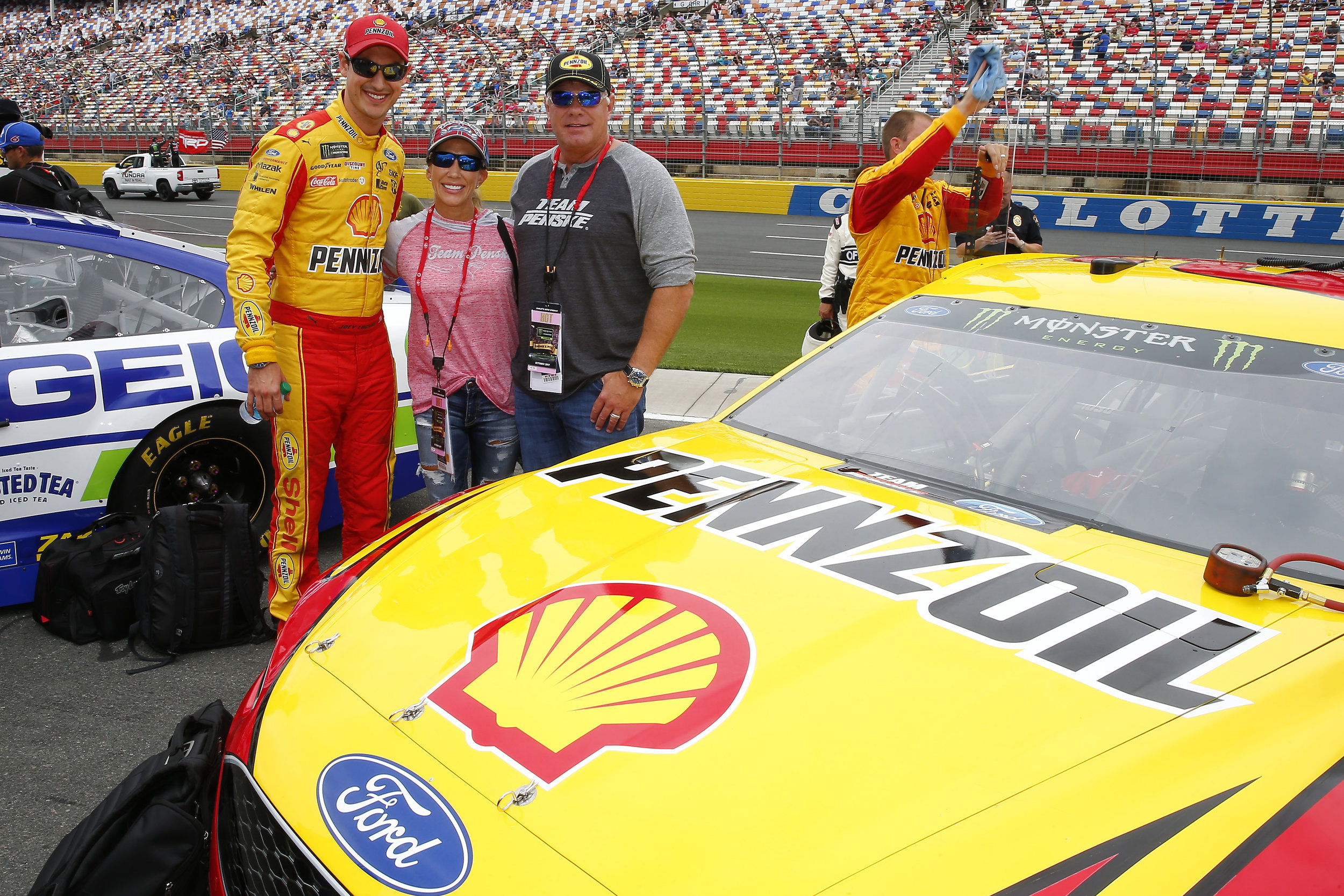 Guests from Jiffy Lube enjoy meeting Joey Logano on the grid ahead of the race.
