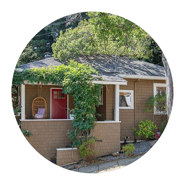 This Vintage charmer in Corte Madera is going to steal your ♥️. Move in ready 3BR/2BA storybook home.  Coveted location close to all.  Listed at $1,250,000. #compasscomingsoon #cortemadera #marinrealestate #cortemaderahome #greatstarterhome #cortemaderaschools