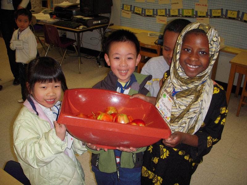 Kindergarteners-with-apple KC-.jpg