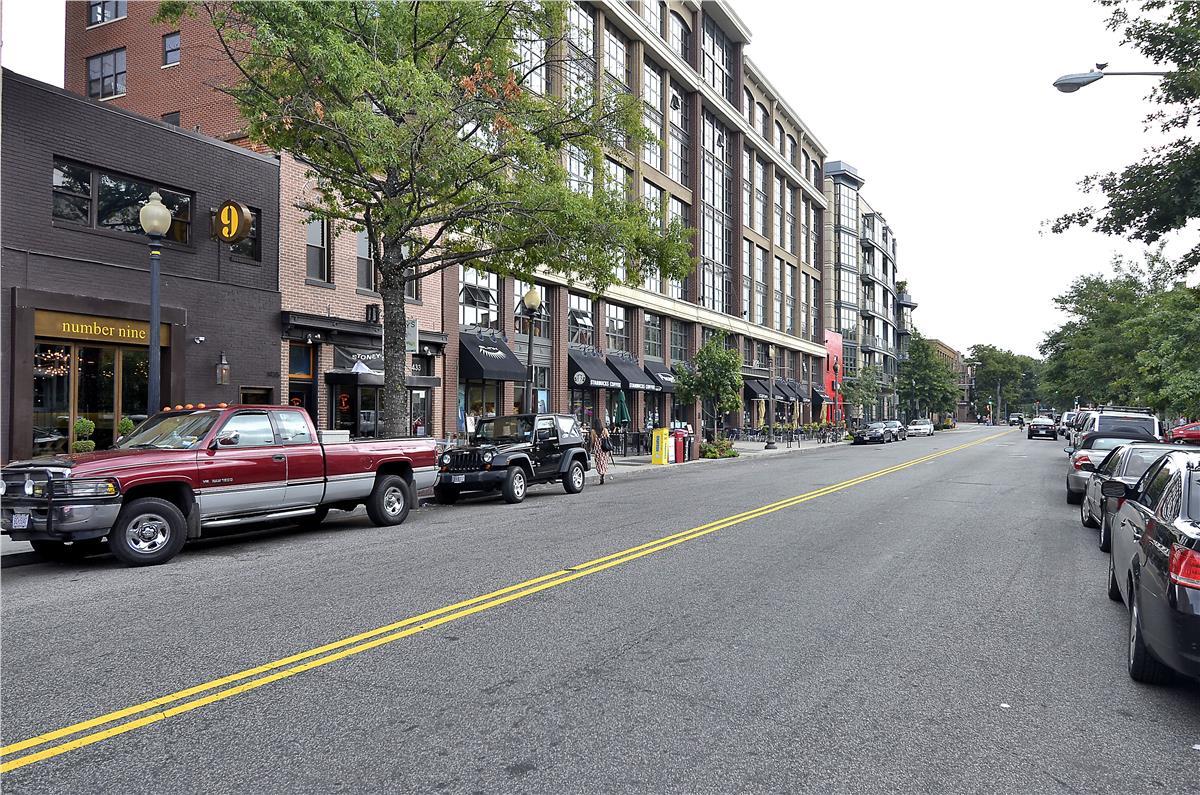 Amenity-Area Shopping-DSC3435.JPG