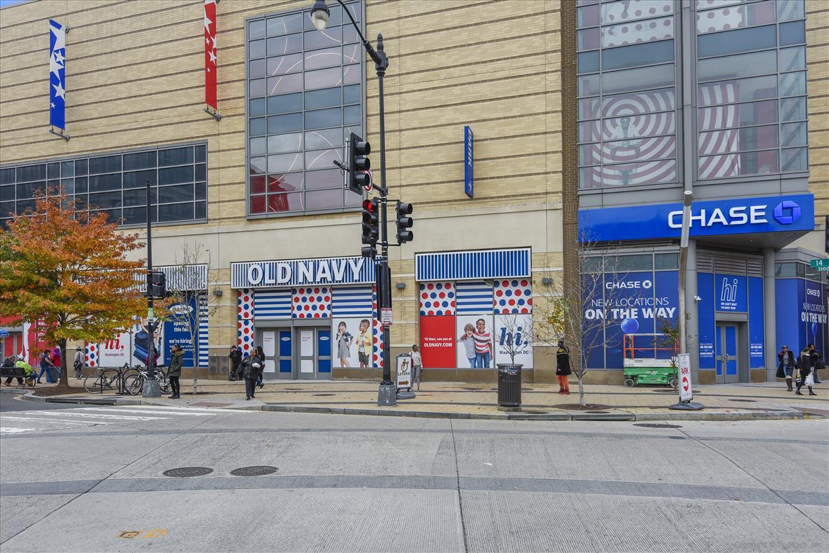 Amenity-Columbia Heights Shopping-DSC0889.JPG