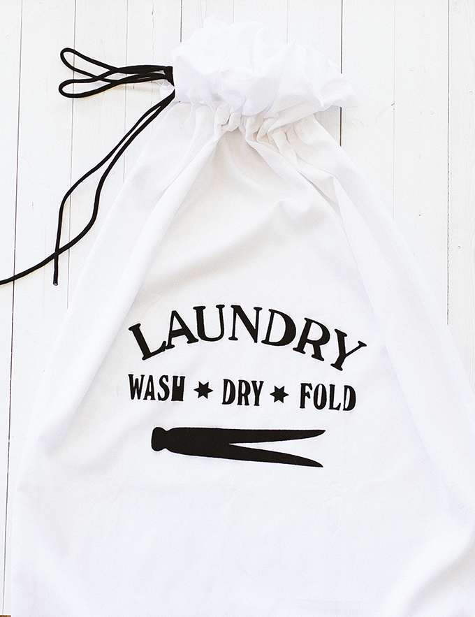How-To-Make-a-Travel-Laundry-Bag.jpg