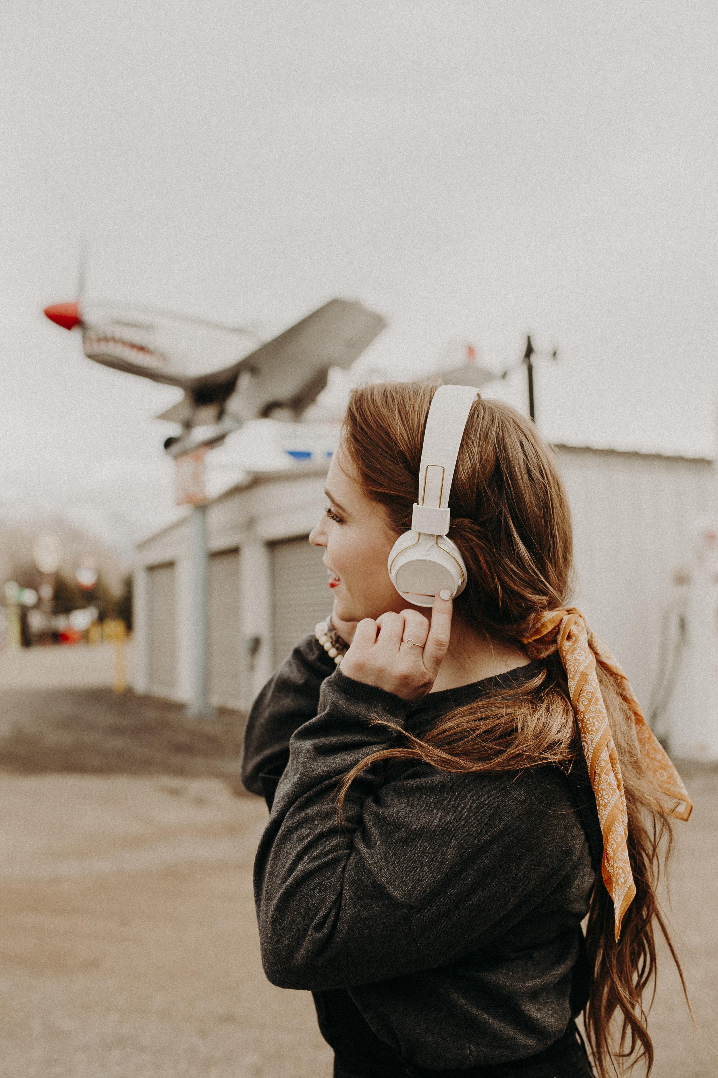 Noise-Cancelling-Sudio-Headphones-Review-1.jpg