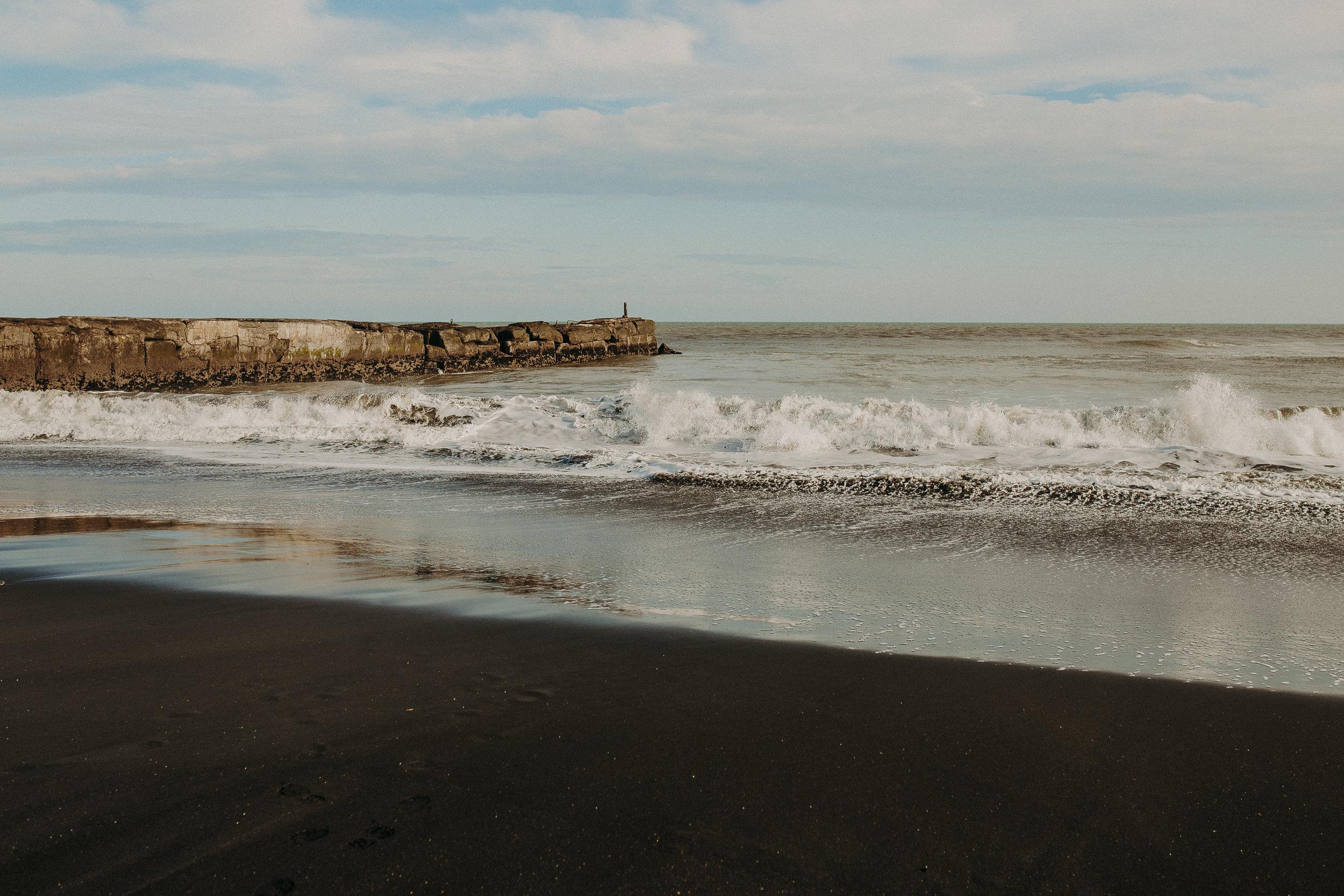 new-zealand-black-sand-beaches-north-island-3.jpg