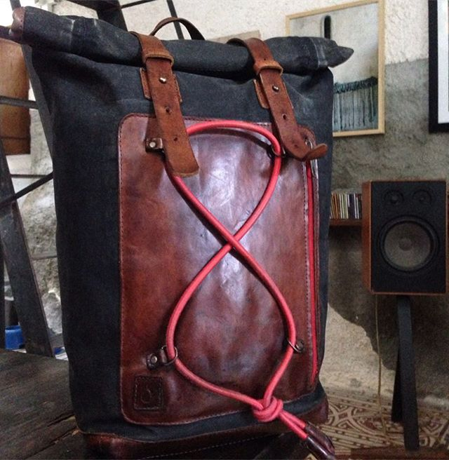 A 5 years old Walden backpack that belongs to a special customer/friend. Now just repaired and restored and ready to get back to his companion for new adventures! . . . #disappearstyle #disappear #lifestyle #style #design #italiandesign #italiancraft #artigianato #artigianatosiciliano #leathergoods #leathercraft #cuoio #cool #fashionstyle #walden #waldenbackpack #warranty #outdoor #outexploring #travelcompanion
