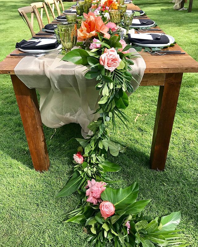 ❤️ @bellabloommaui ...we love you #extraordinarymauiweddings  #bestdayever  #mauibeachwedding  #destinationwedding  #mauiwedding #mauiweddingvenue