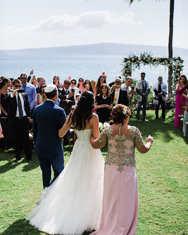 4.7.2019  #extraordinarymauiweddings  #bestdayever  #mauibeachwedding  #destinationwedding  #mauiwedding #mauiweddingvenue
