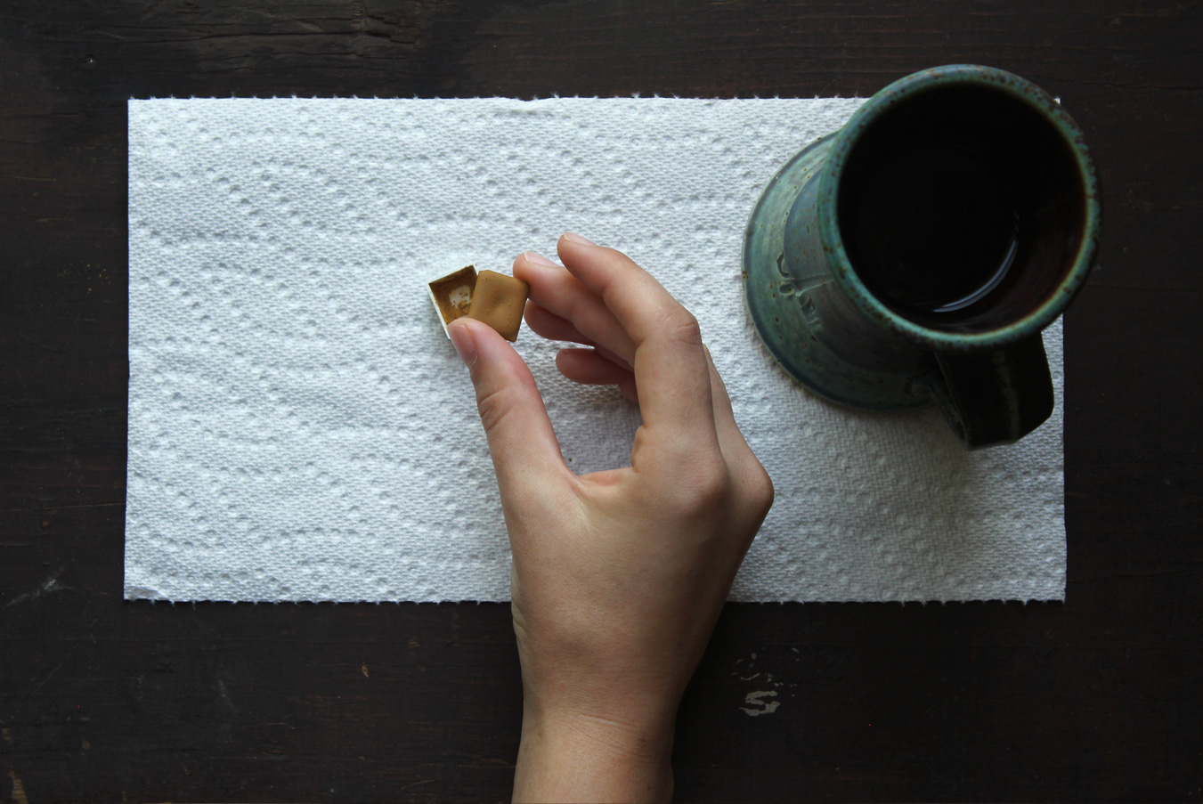 Replace the dried watercolor cake and allow to soften.