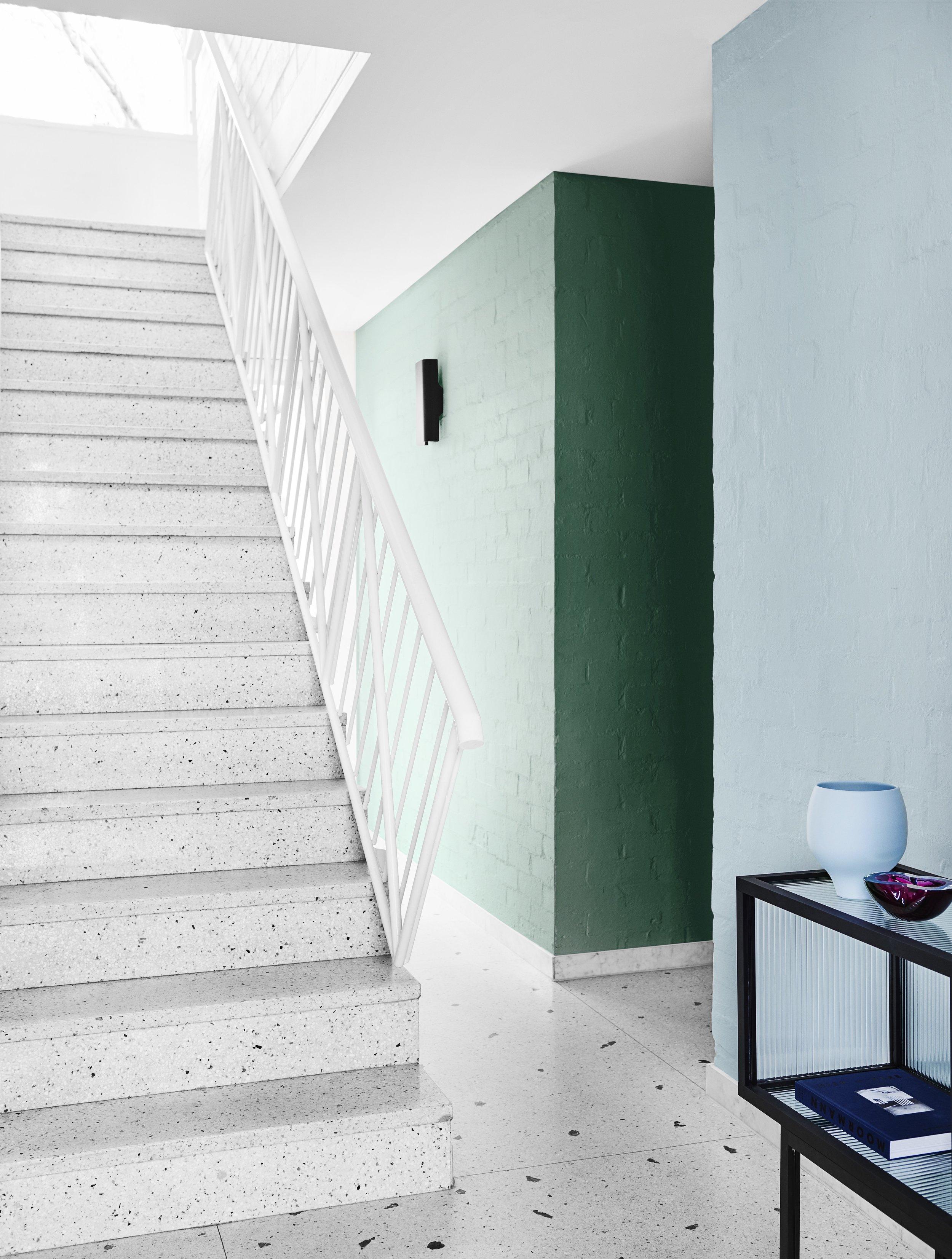 Comeback palette. Wall in Dulux Amphitrite (left), wall in Blue Shell (right).