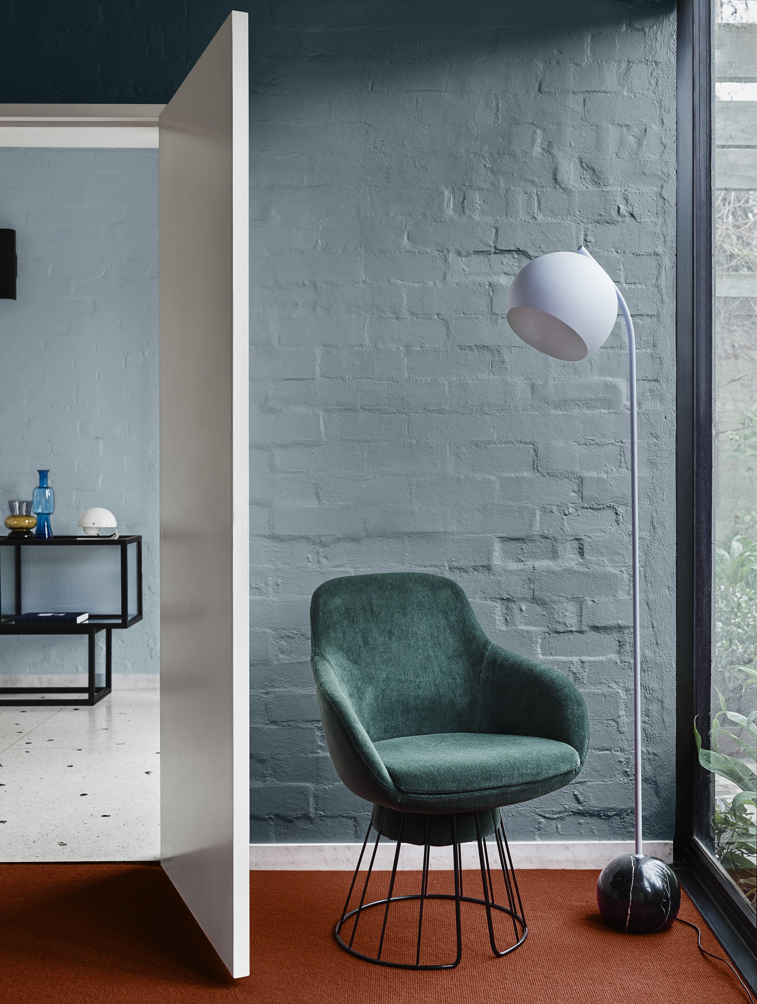 Comeback palette. Wall in Dulux Blue Shell (rear), door and ceiling in Vivid White TM, wall in Undersea (front).