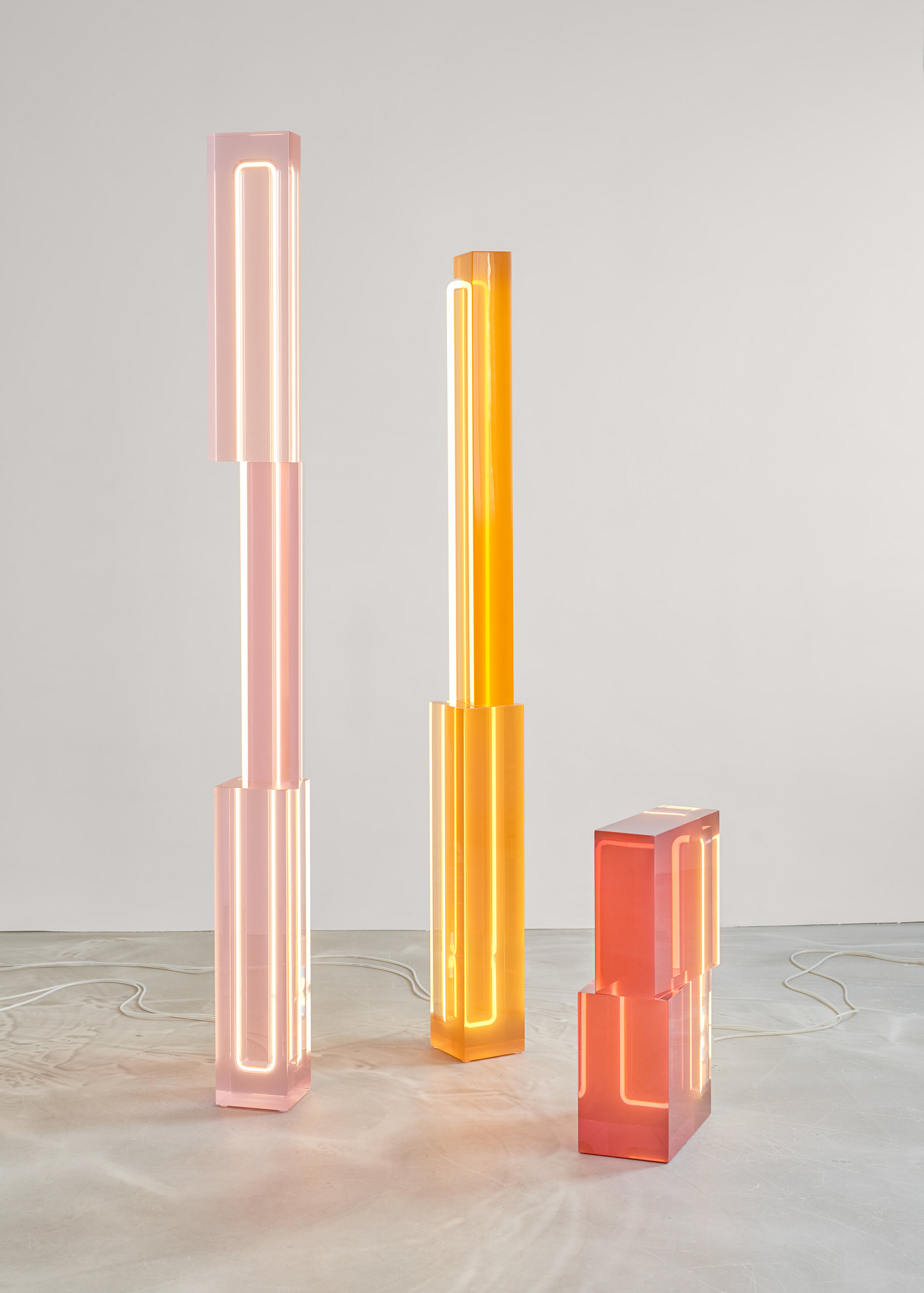 TOTEM LIGHTS  | A multifaceted play between twisted planes of polished resin and light reflections.   Photo -  Studio Pim Top .