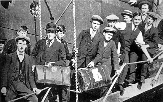 Young immigrants disembarking, 1921